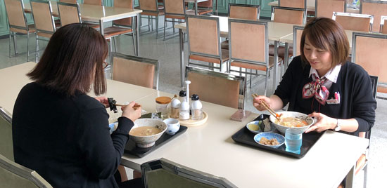 サラメシは社内食堂を利用できる