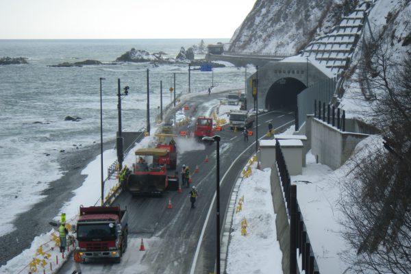 一般国道336号  広尾町  新宝浜トンネル南舗装工事