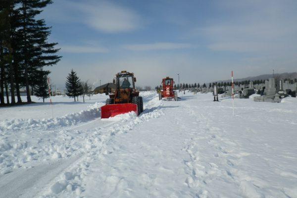 中島霊園にて除雪ボランティア活動を実施しました。