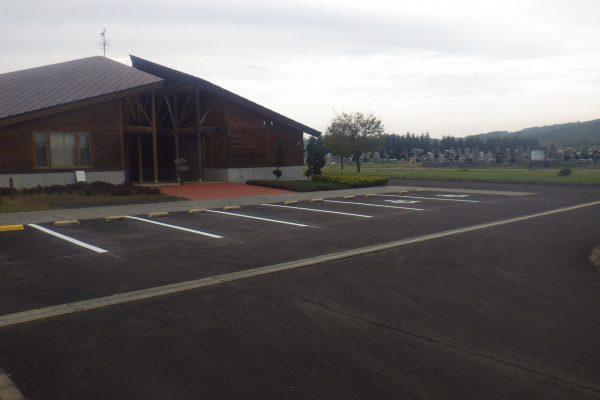 霊園他駐車場で舗装ボランティア活動を実施しました。