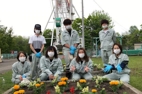 帯広動物園において花壇植栽ボランティアを実施しました。